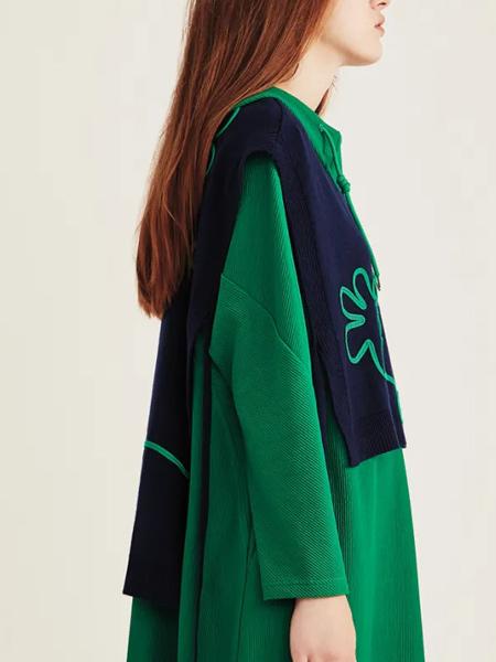 意澳女裝品牌2021秋冬純色針織毛衣裙