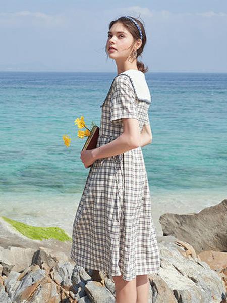 香影女装品牌2021秋季新款气质裙收腰显瘦法式娃娃领裙子