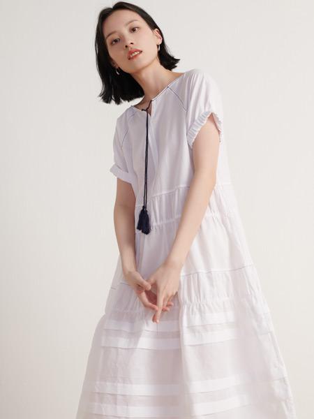 末未女裝品牌2021夏季寬松刺繡條紋連衣裙