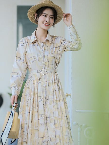 愛依蓮女裝品牌2021秋季刺繡紋路收腰連衣裙