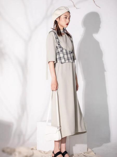 PASHOW女裝品牌2021夏季修身闊型連衣裙