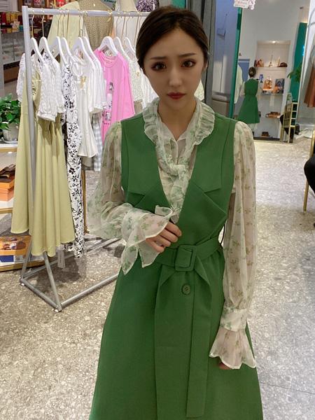��女�b品牌2021秋季�G色修身吊��外套