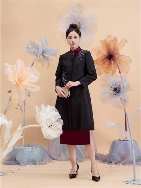 ��笛女装品牌2021夏季黑色印画刺绣连衣裙