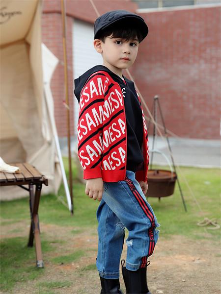 摩米童装品牌2021秋季红色英文印花外套