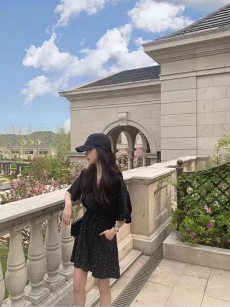 MHE快时尚女装女装品牌2021秋季波点修身甜美V领连衣裙