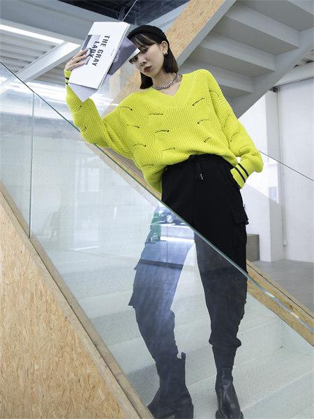 拓谷TUOGU原创设计师潮牌女装品牌2021秋季镂空条纹V领毛衣针织