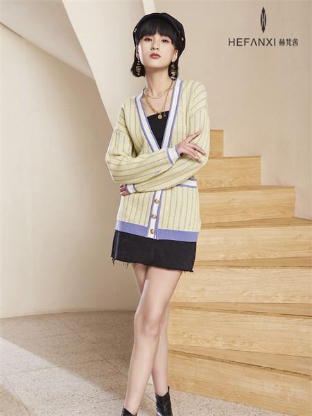 赫梵茜女装品牌2021秋季条纹刺绣针织衫
