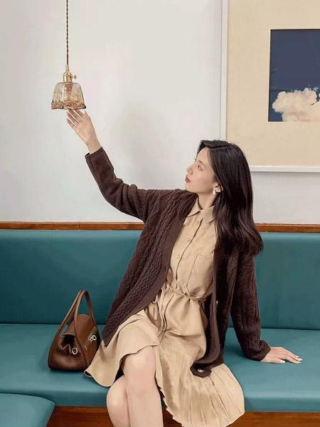 F.SHINE女装品牌2021秋季打底翻领收腰显瘦连衣裙
