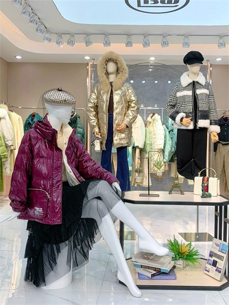 蓝帛湾女装品牌2021秋冬紫色连帽加厚羽绒服外套
