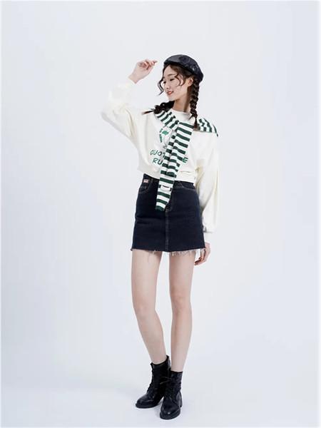 薇薇希女装品牌2021秋季印花圆领披肩两件套