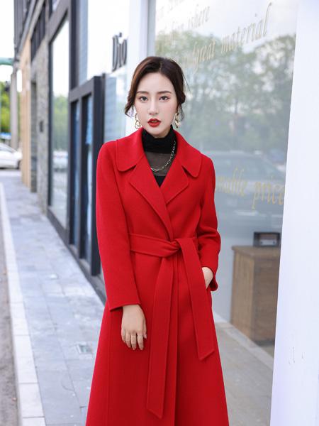伊荷佳人女装品牌2021秋冬红色经典大衣