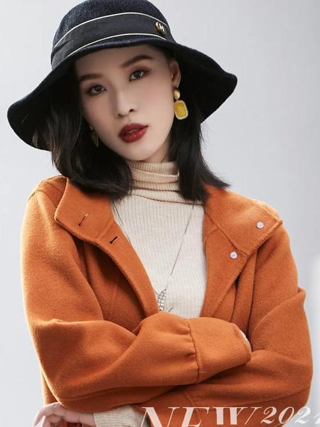 赫梵茜女装品牌2021秋冬橘色显白大衣