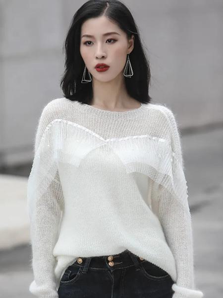 赫梵茜女装品牌2021秋冬白色温柔毛衣