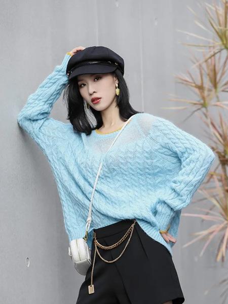 赫梵茜女装品牌2021秋冬蓝色活力毛衣
