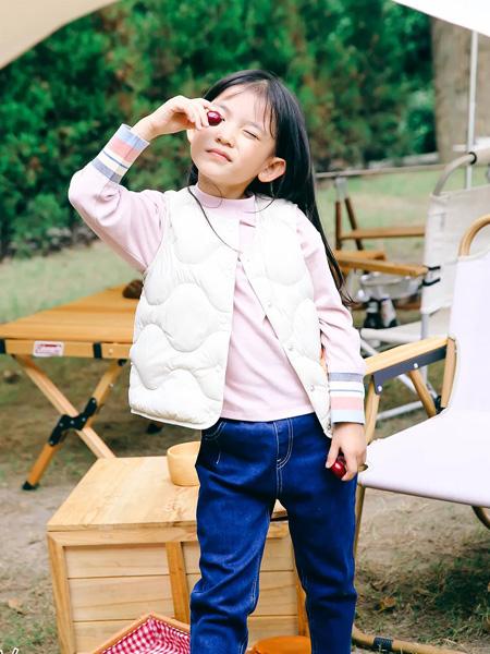 马·拉丁童装品牌2021秋冬白色女童马甲