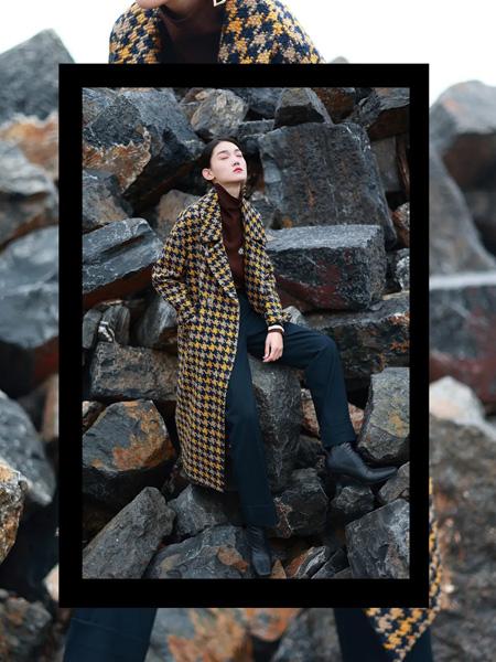 基弟女装品牌彩38平台2021秋冬黄色格纹长款经典大衣